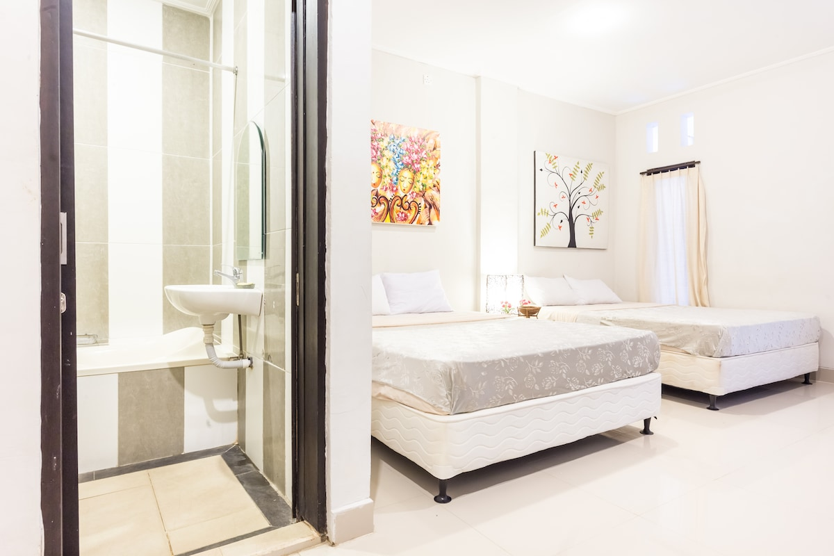 2 Super-Queen Beds, Lovely Artwork, New Floor Tiles, 32 inch Flatscreen with Satellite TV, DVD Player, Free Drinking Water. Air Conditioner, Large New Room! Nice Bathroom with tub.