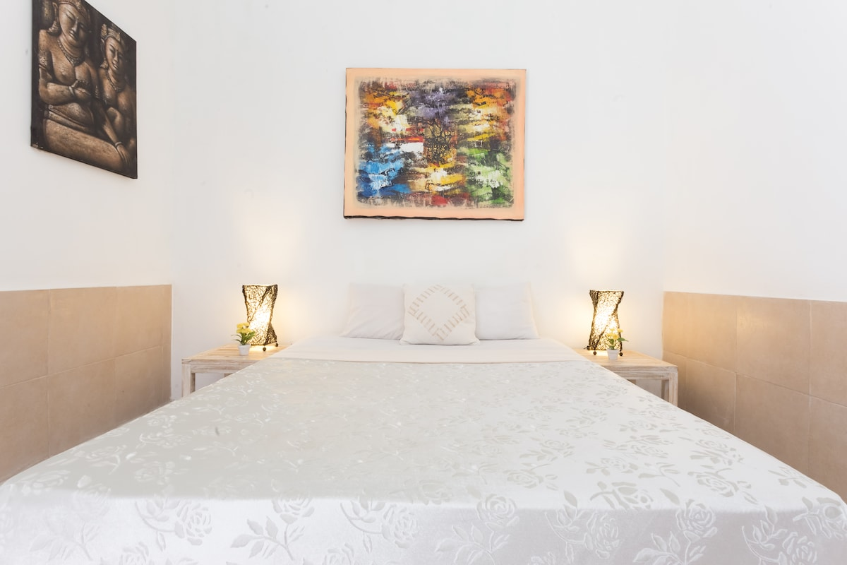New Comfortable Queen Bed, Large Window, Bedside Tables, Rattan Lamps. Local Balinese Artwork. Daily Cleaning is included. Toilet Paper and Soap are also included.