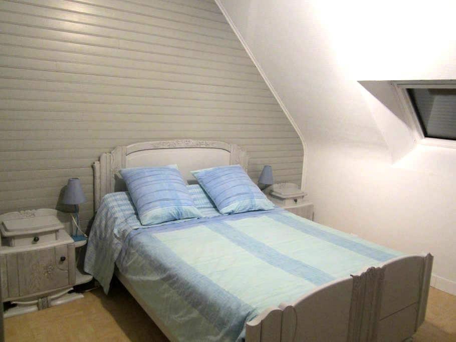 """Calm & Comfort - """"Bruyere"""" Bedroom - Saint-Jean-Brévelay"""