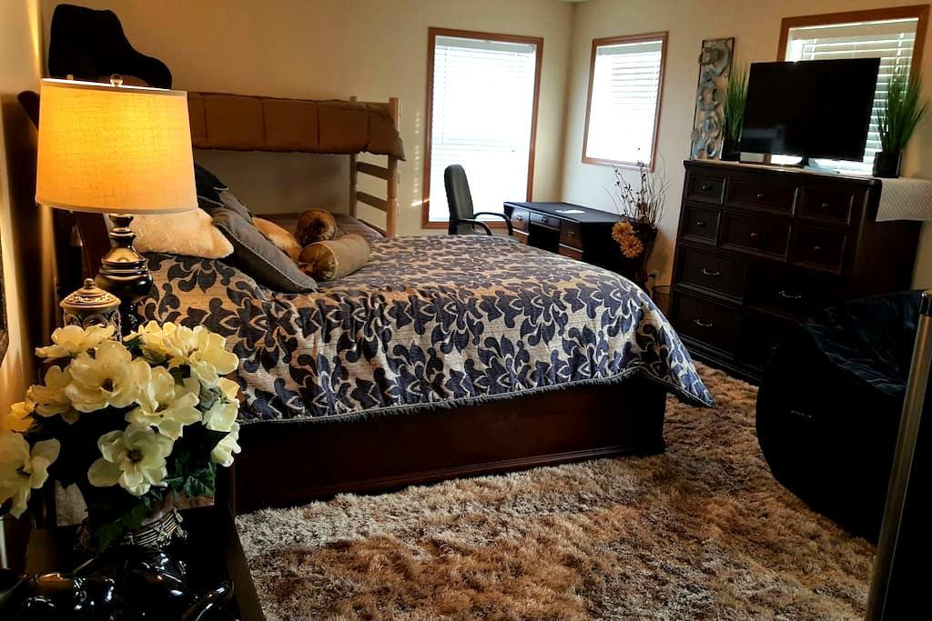 Comfy Private room & Bath - Rosemount - Hus