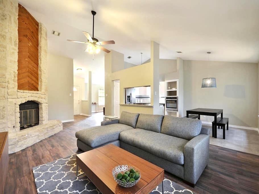 Private Room in Chic Modern Home - Austin - Casa
