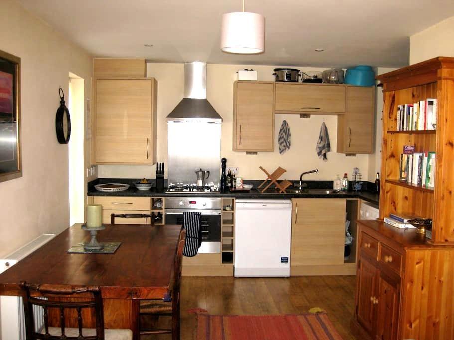Bright, stylish 1BD in Basingstoke - Sherborne Saint John - Apartemen