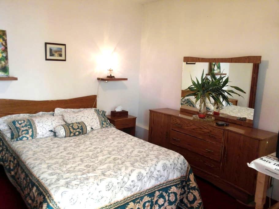 Habitación céntrica con privacidad y uso de cocina - Morelia - House