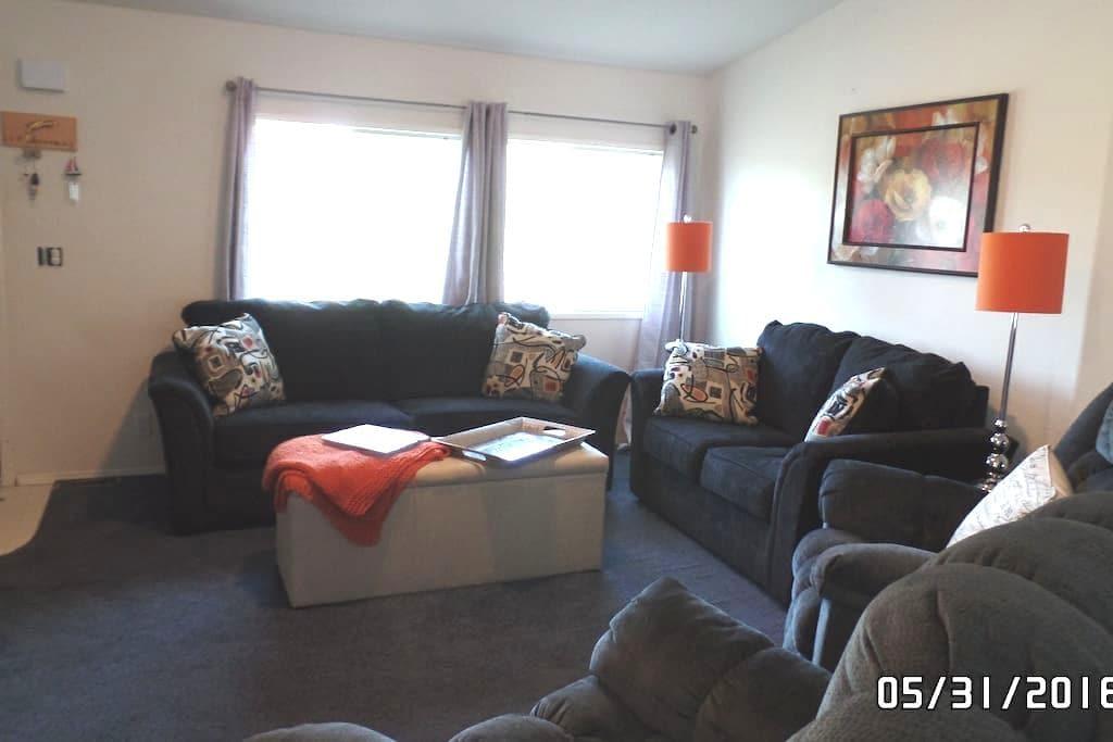 Beautiful 4 Bedroom Family Retreat - Long Beach - Hus