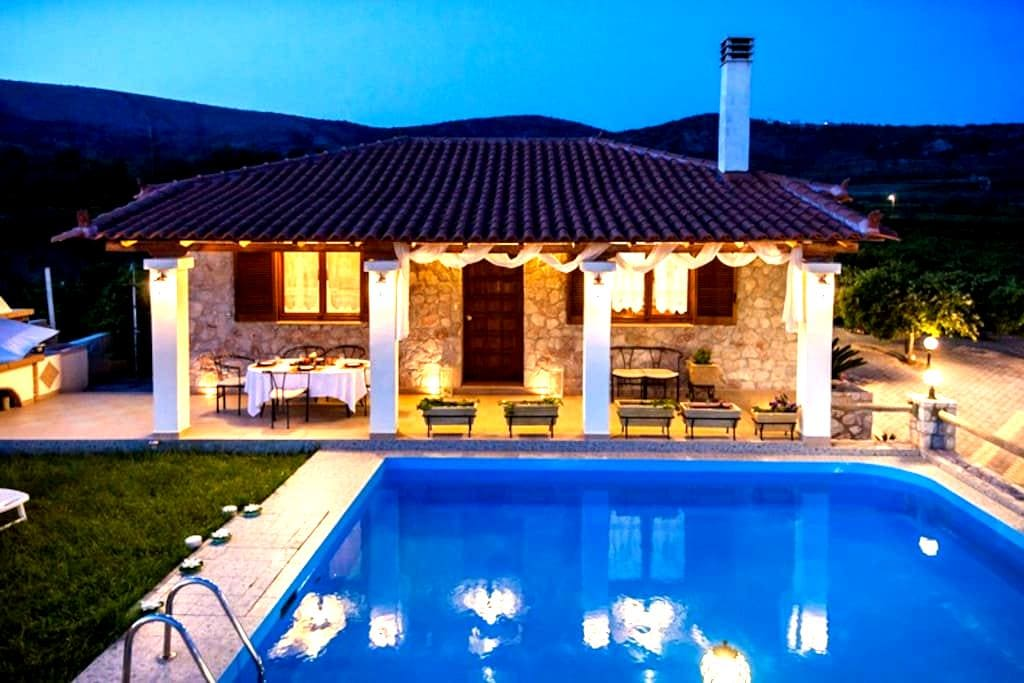 Private Villa with Swimming pool - Drepano