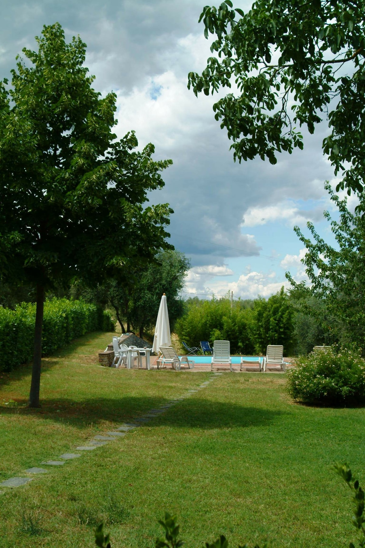 The Vineyard Villa garden: private pool, sun peace and exclusive manicured gardens