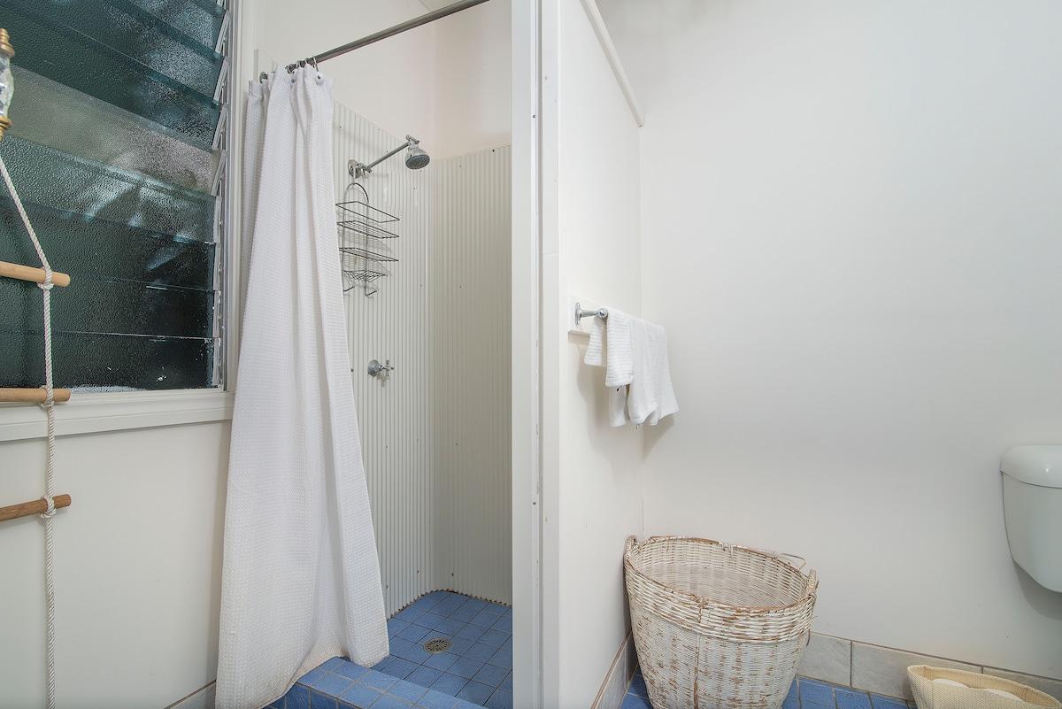 Studios bathroom - luxe towels & amenities supplied