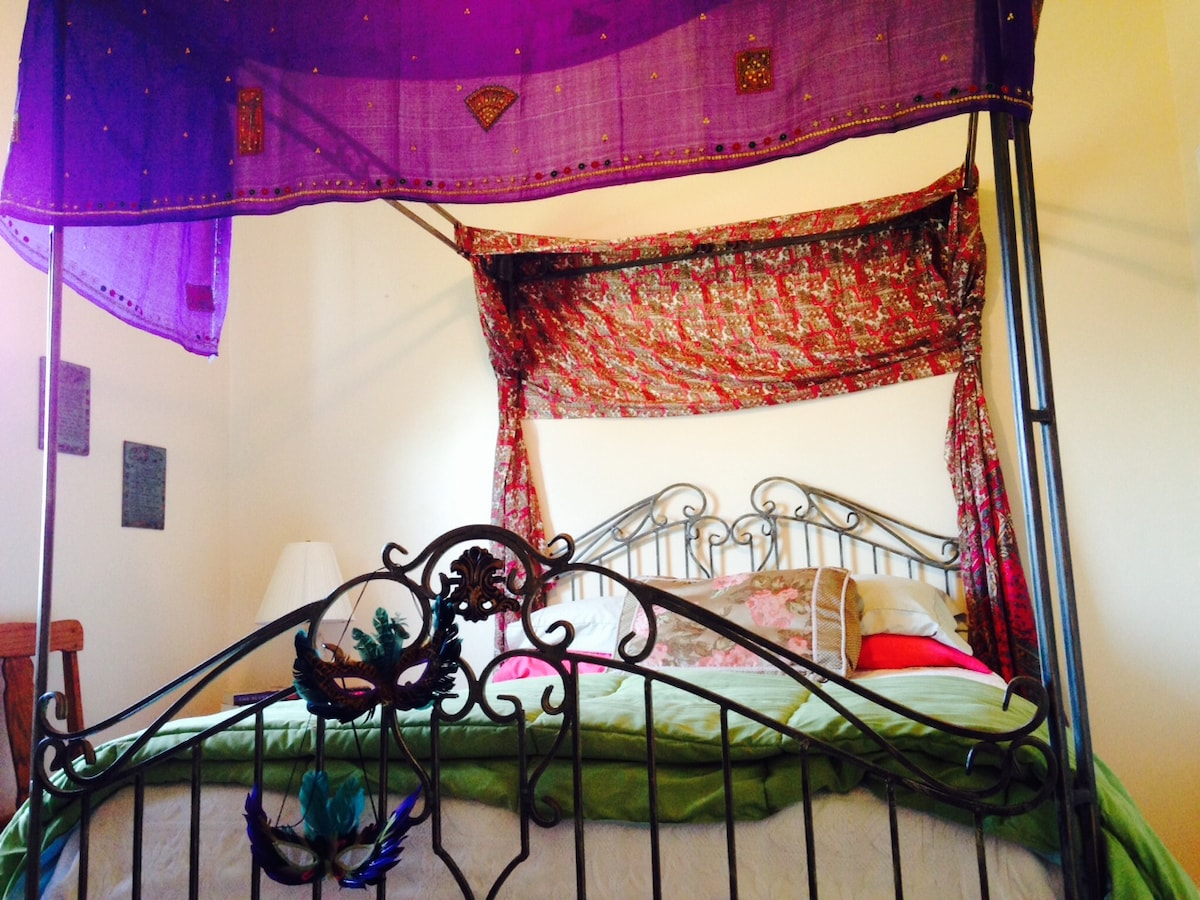 Chalmette Bedroom, Queen, pillow top and very New Orleans