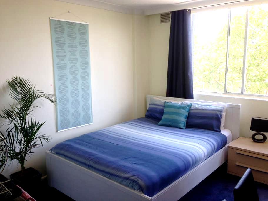 Modern studio & balcony 7th floor - Darlinghurst - Apartment