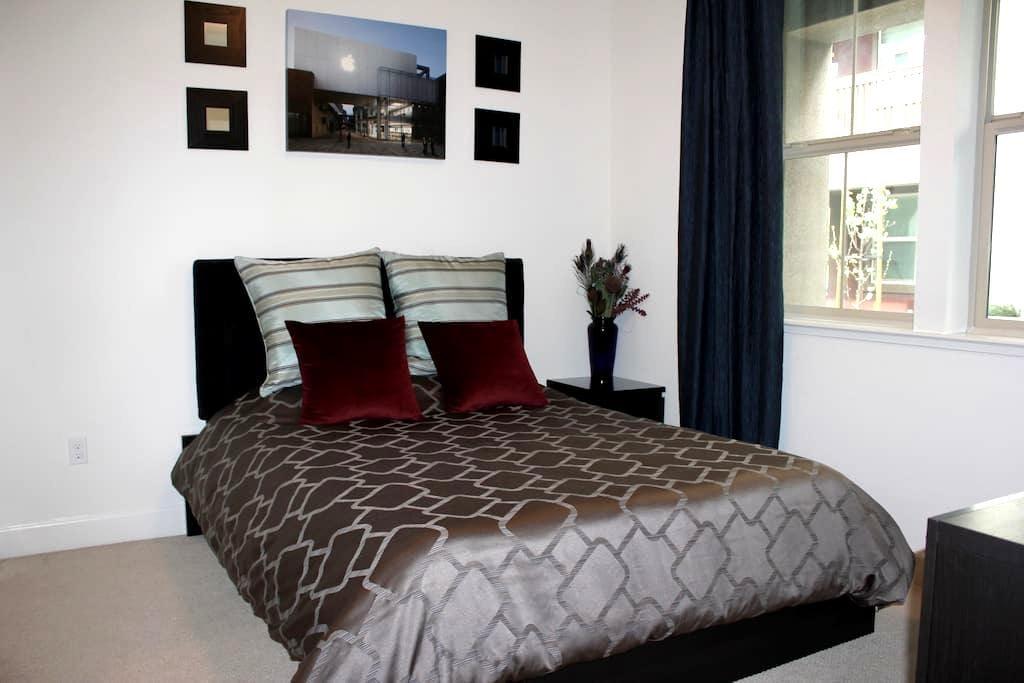 NEWLY BUILT Private room & bath - Santa Clara - Şehir evi