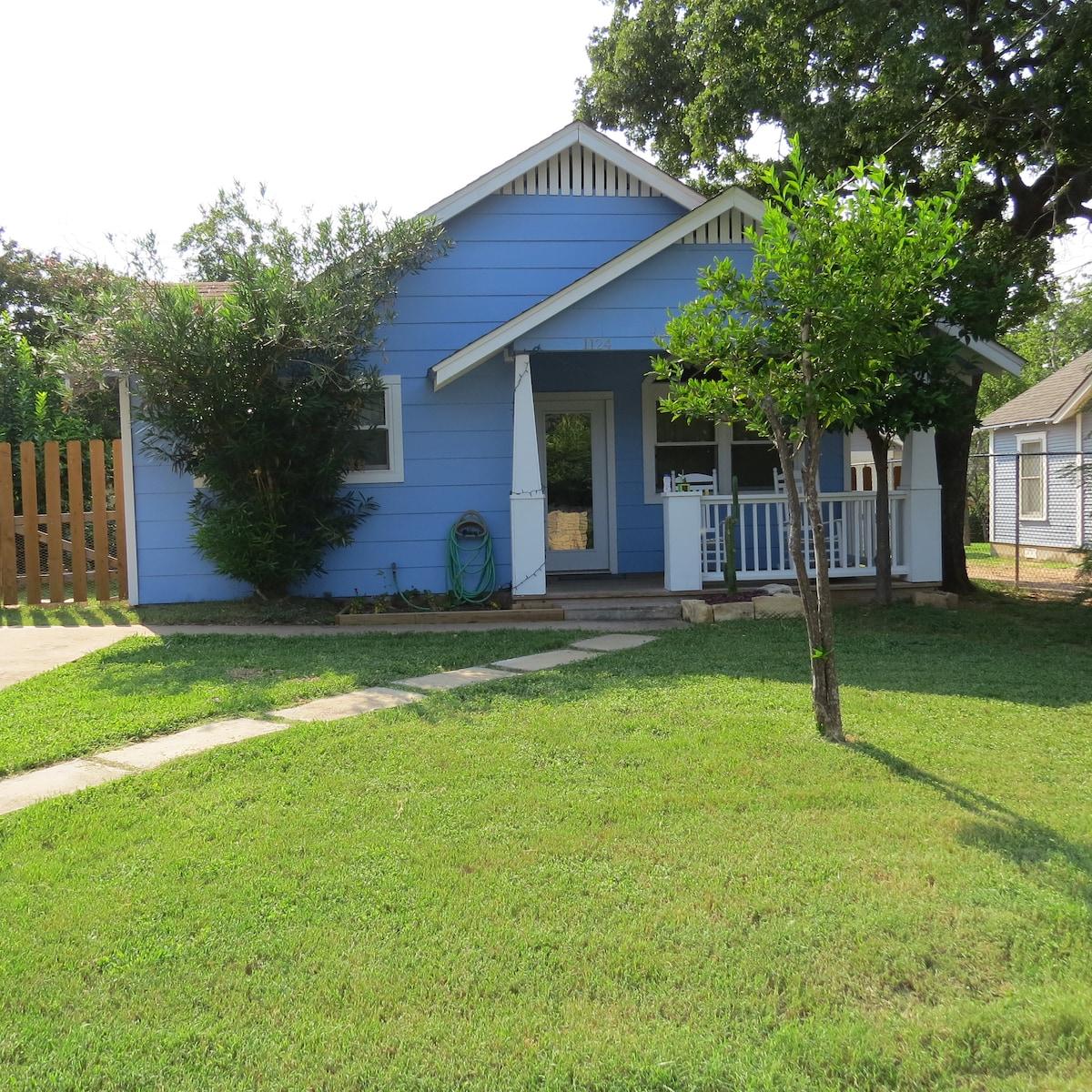 E Austin Craftsman Backyard Oasis