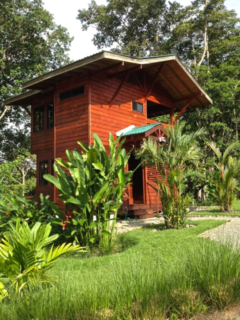 The 2 story cabina is perfect for 2 couples wanting separate sleeping spaces or family with children.
