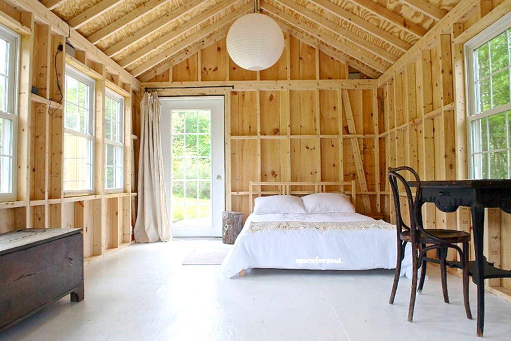 Catskill Off-Grid Cabin Retreat - Livingston Manor - Chalet