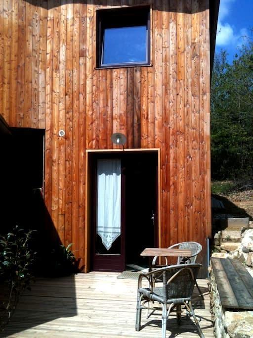 gîte situé au sein d'un  éco-hameau - Saint-Michel-de-Chabrillanoux - Rumah