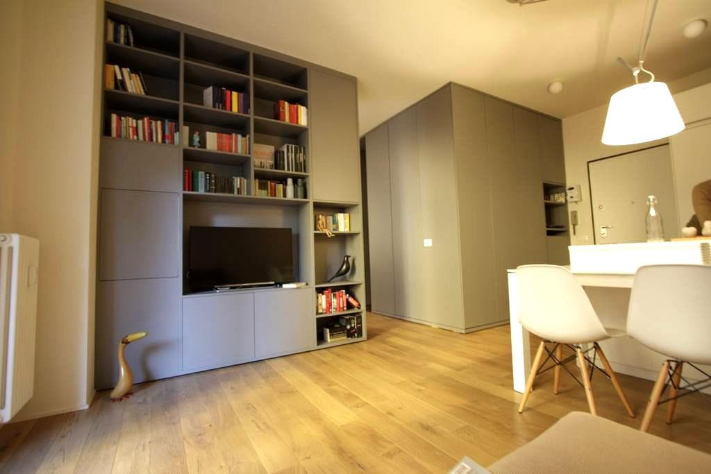 Lorenzo's apt: brand-new space near C.so Vercelli - Milano - Condominio