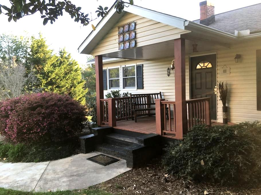 Adorable Cottage - Minutes to TIEC! - Rutherfordton - Haus