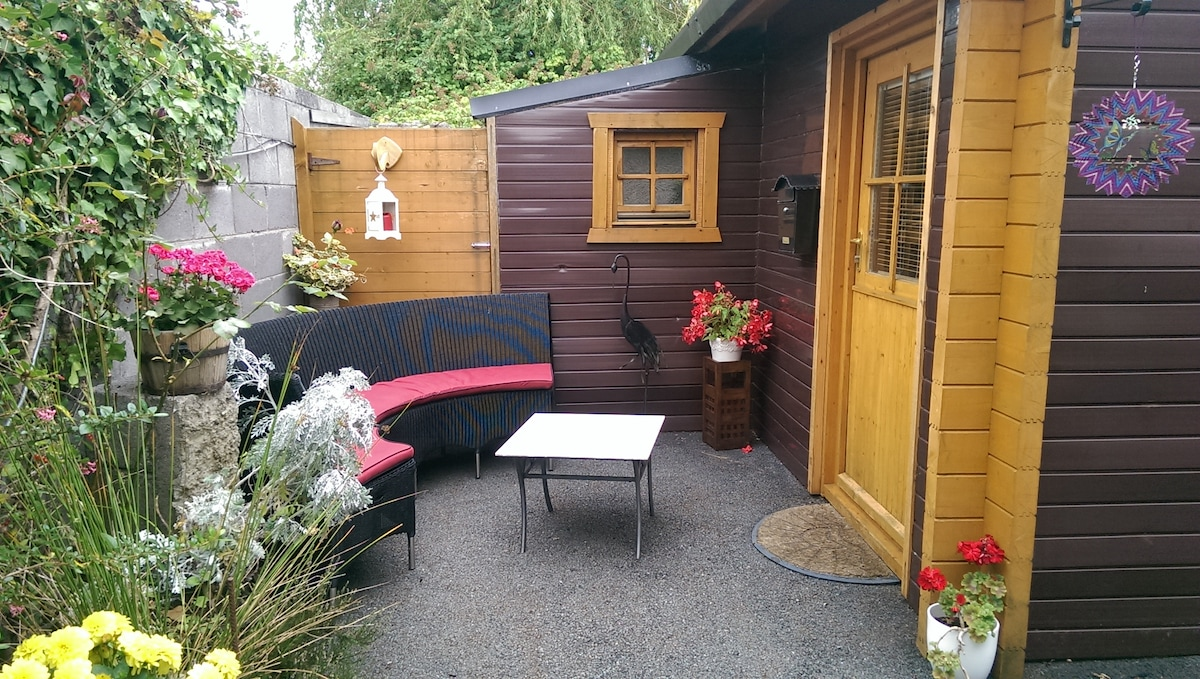 Spacious 1 bed wooden cabin