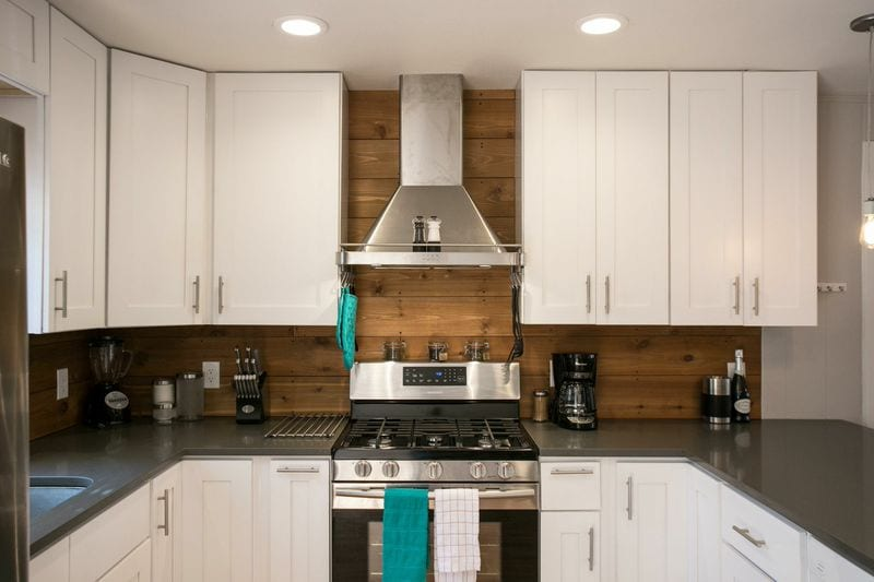 Stunning and bright, this kitchen will be the gathering point of your stay