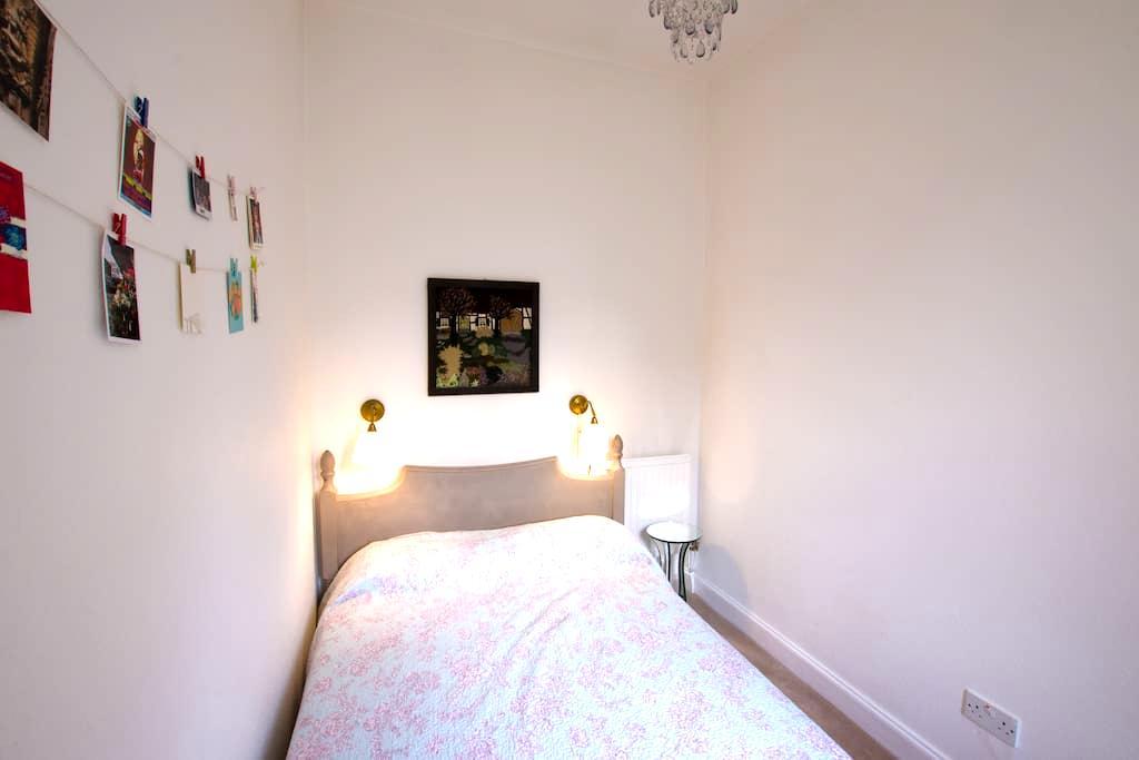 Charming, Cosy & Centrally Located Victorian Flat - Edimburgo - Apartamento