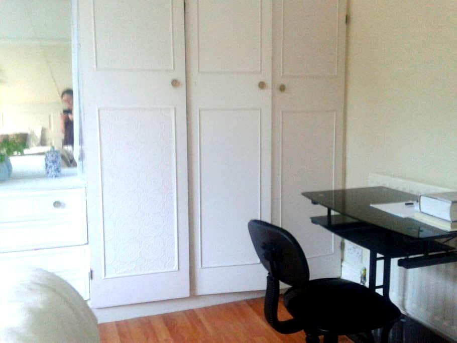 Comfortable and spacious room - Wolverhampton