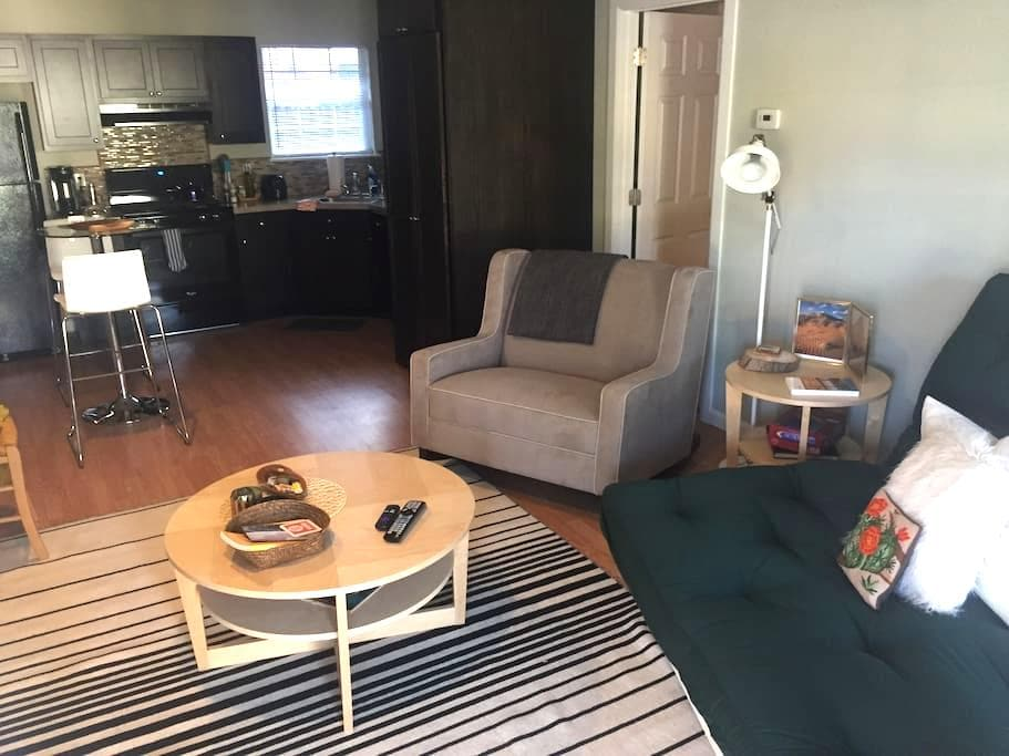 CHILL + CLEAN #10, west of Uptown - Oklahoma City - Apartamento