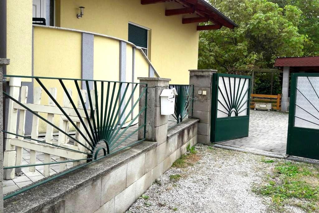 Ruhig gelegenes Einfamilienhaus für bis zu 6 Pers - Sankt Valentin-Landschach