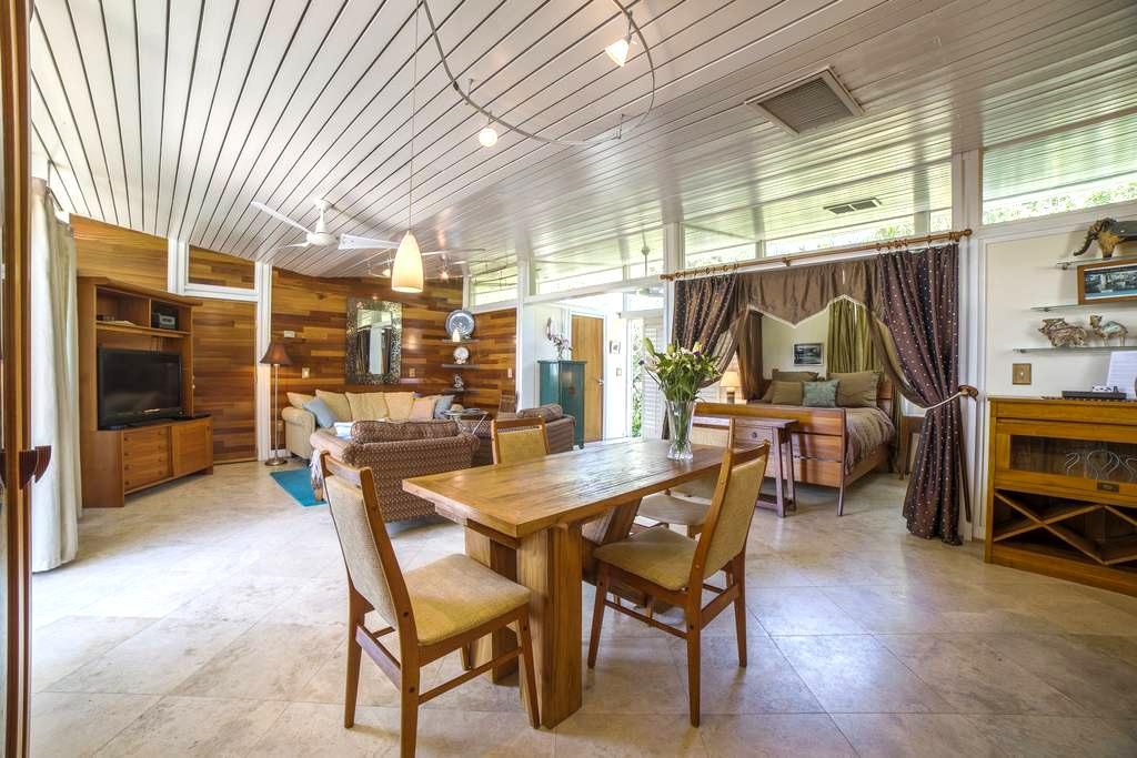 Oceanview Studio on 1.7 acre estate - Atlantic Beach