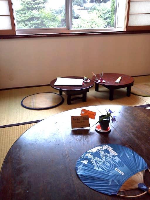 昼間は民家カフェ、夜はお部屋としてご提供。 - Matsumoto-shi