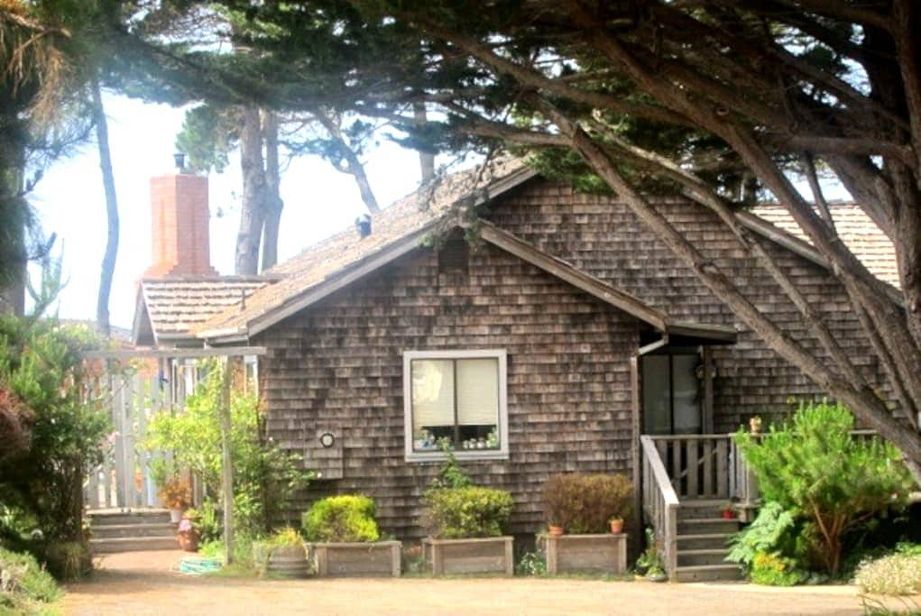 COZY CASPAR COTTAGE WITH OCEAN VIEW - Mendocino - Ház