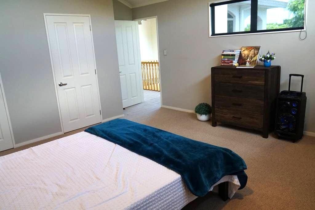 big bed room in flagstaff Hamilton - Hamilton