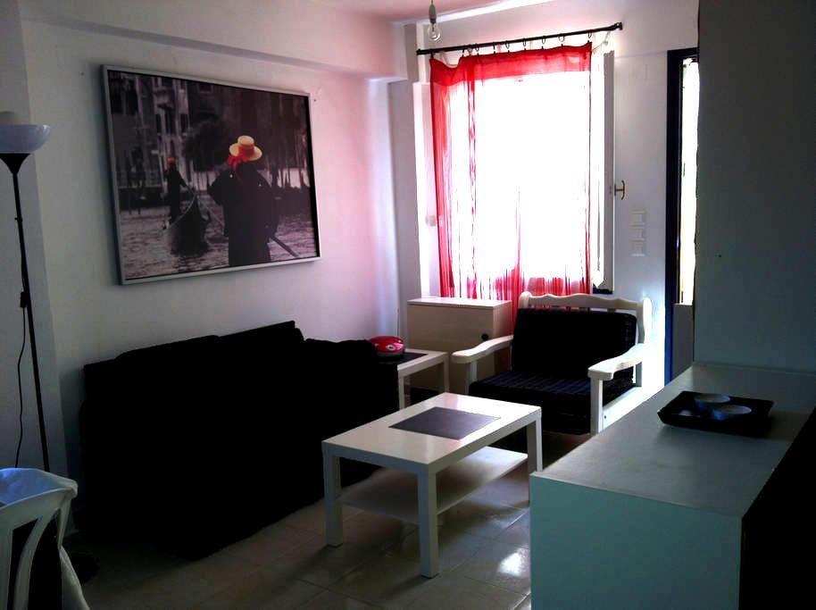 An autonomus studio bright & sunny - Atsipopoulo