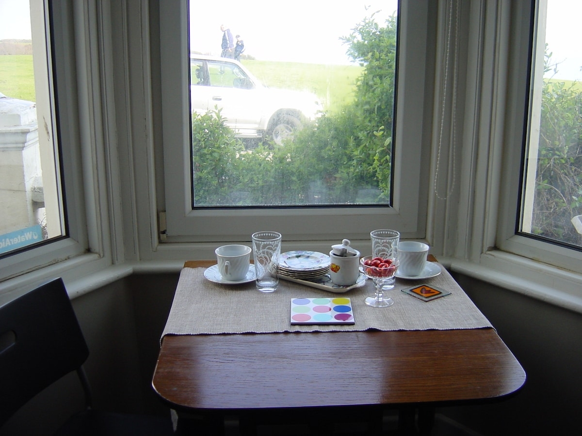 Breakfast in the sunshine, panoramic views of sea... nice way to start the day!