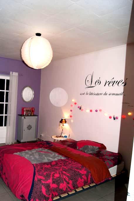 Grande chambre près de l'aéroport - Sainte-Marie - Byt