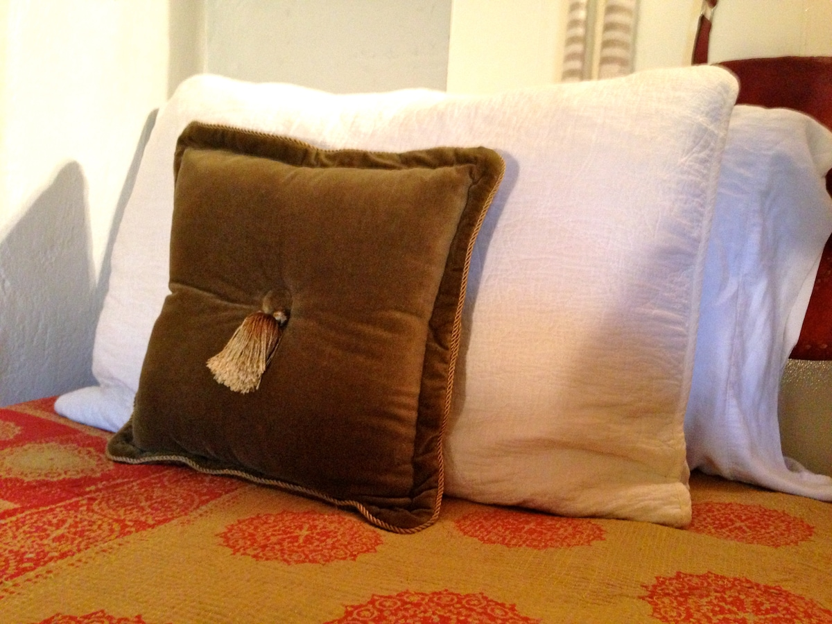 Quality linens and vintage Indian Kanthas