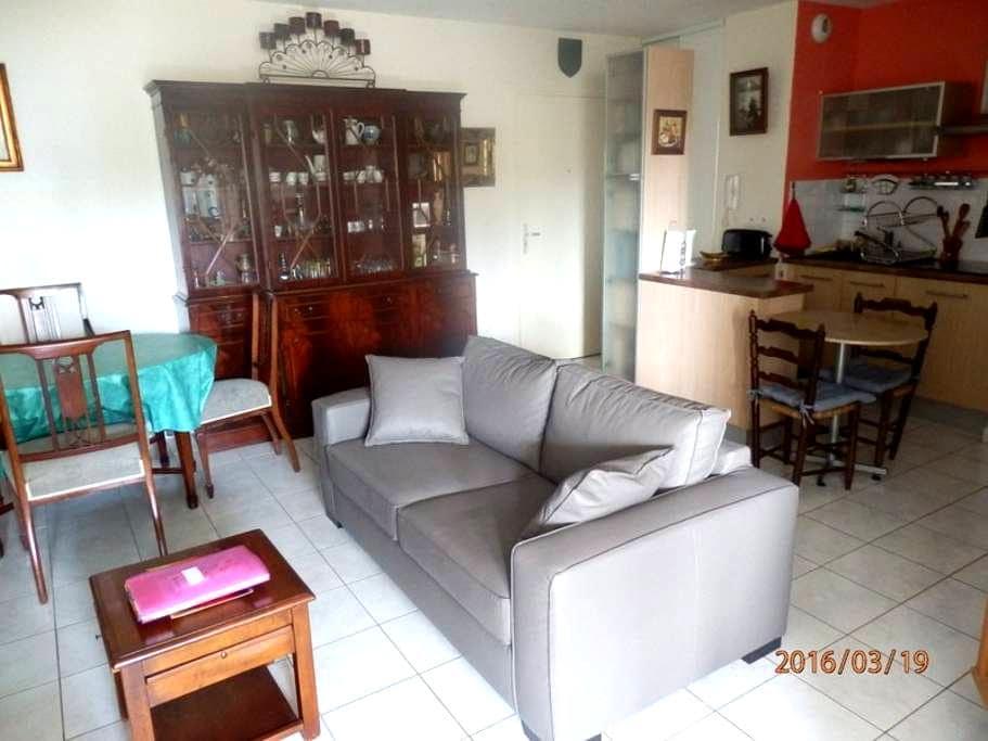 T2 confortable proche commerces - Lunel - 아파트