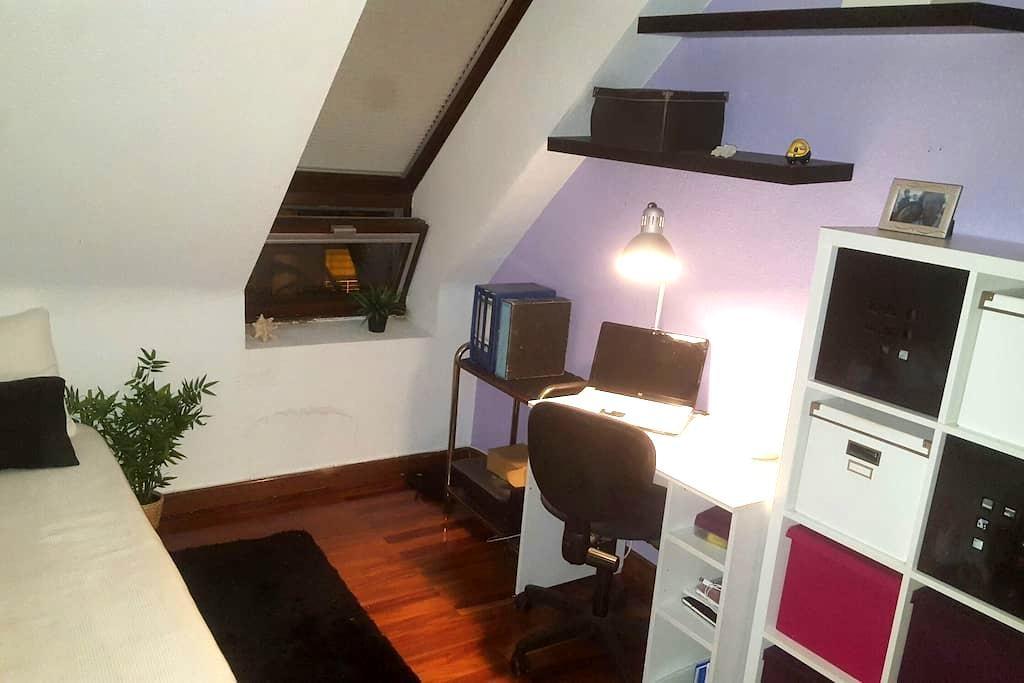 Habitación-estudio acogedor - Astillero - Appartement