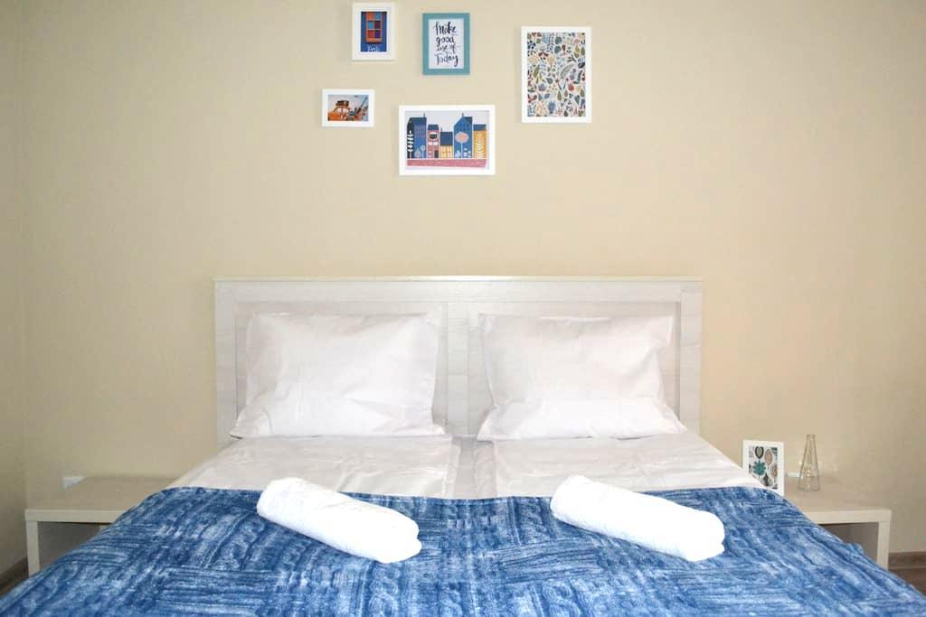 Cozy two-bedroom apartment in the heart of Lviv - Leópolis - Apartamento