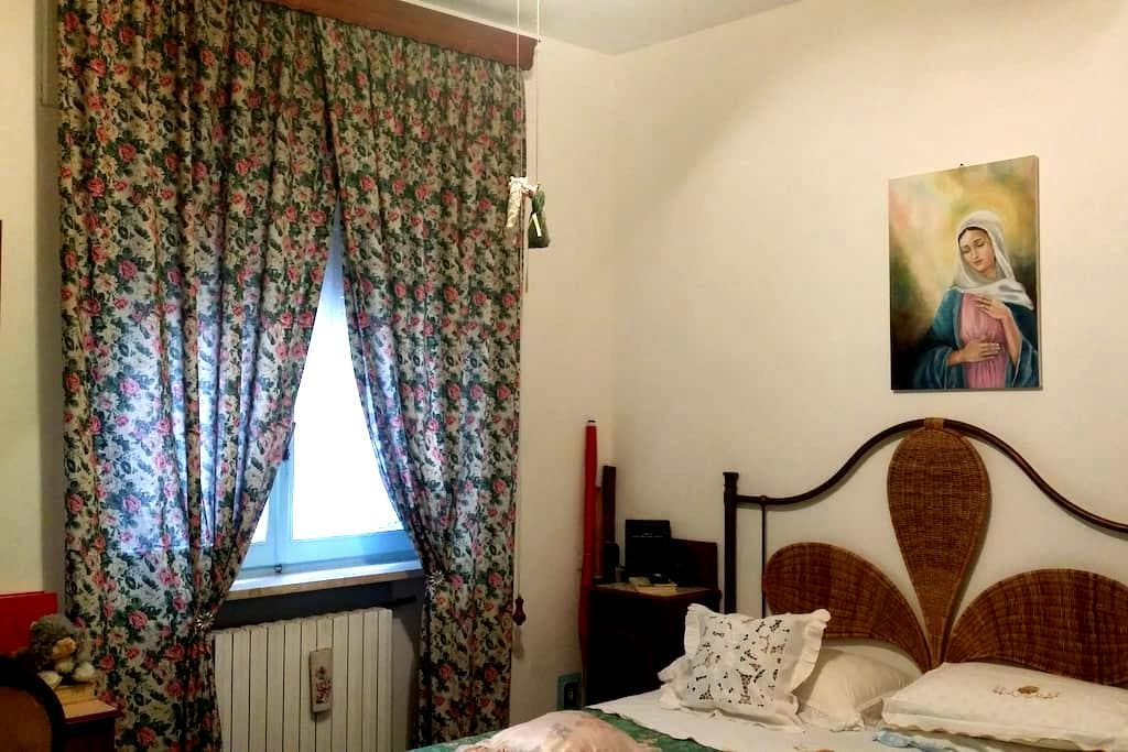 AFFITTO CAMERE IN DELIZIOSO BORGO MEDIOEVALE - Monsampolo del Tronto, Marche, IT - Apartment