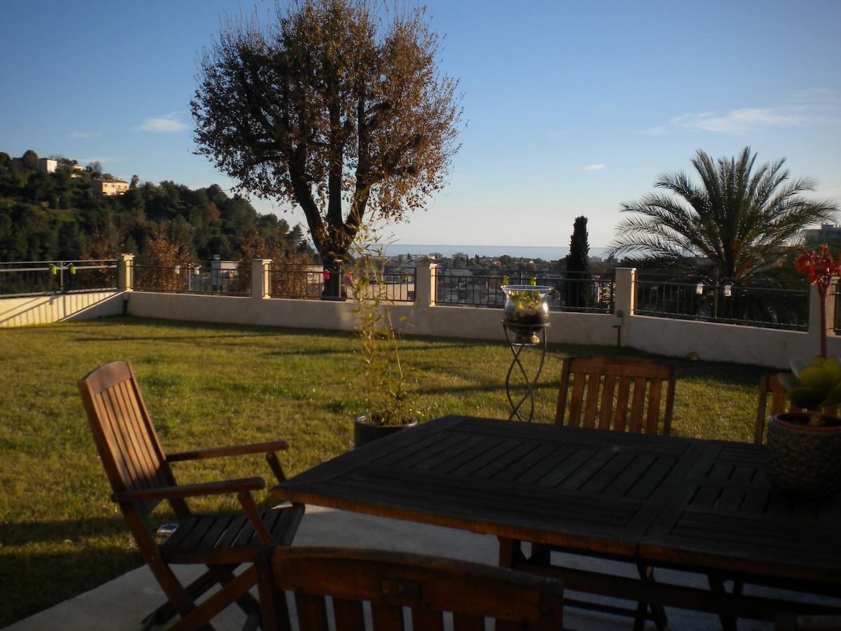 Villa (vue mer) sur la cote d'AZUR