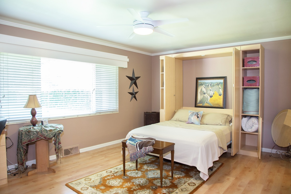 queen bed with full attached bath