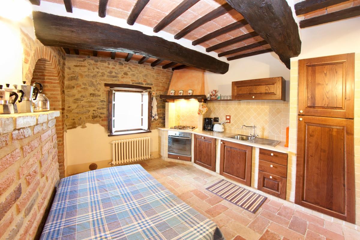 La cucina in muratura, totalmente attrezzata