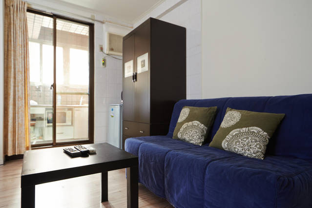 Private Suite with wifi & near MRT