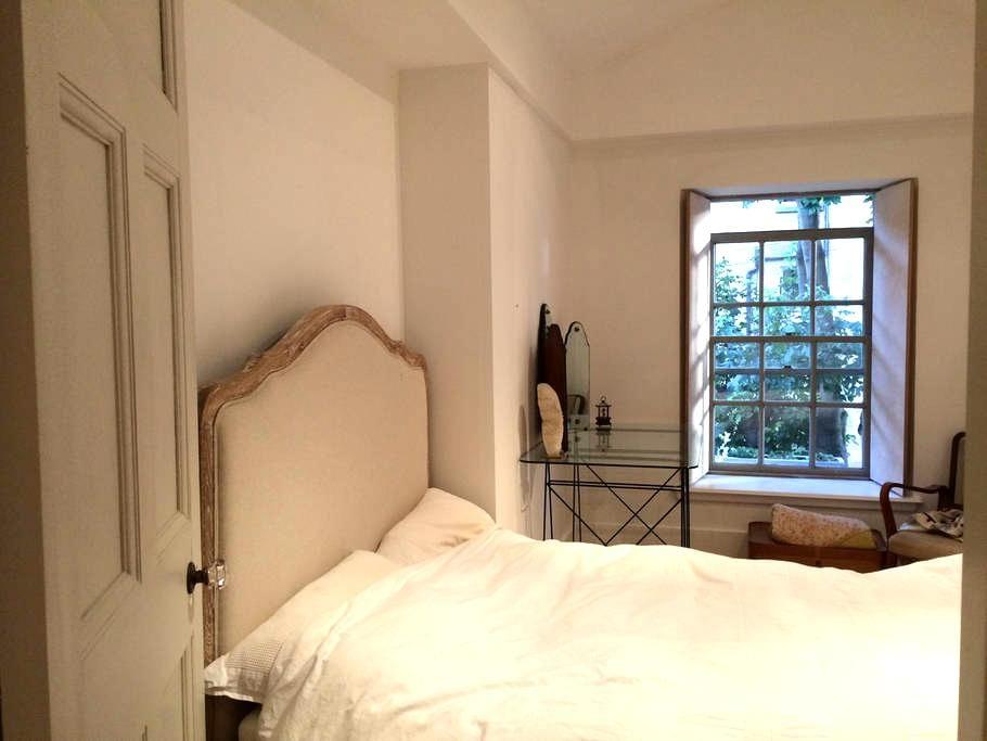 Bedroom in Mews home by Kelvin Park - Glasgow