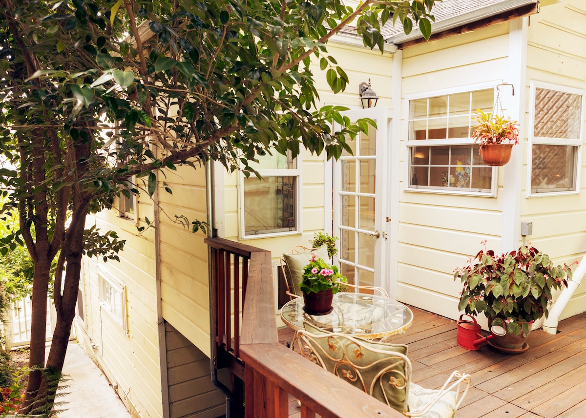 Castro Cottage: Room & Private Bath