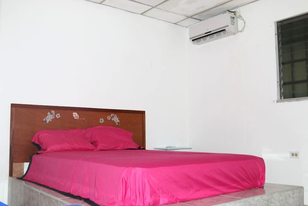 habitacion matrimonial con baño - David District - Bed & Breakfast