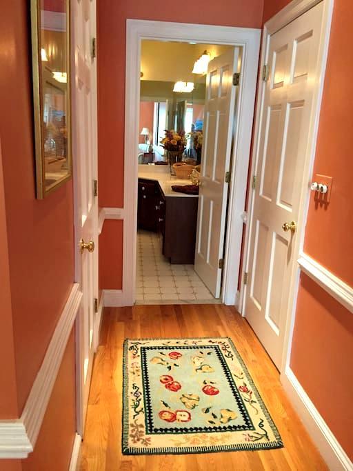 Master Bedroom Suite - Private Ent/bath - Beach - Duxbury