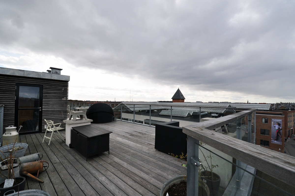 Rooftereace, it was a clody day, but its super nice for NYE and summer!
