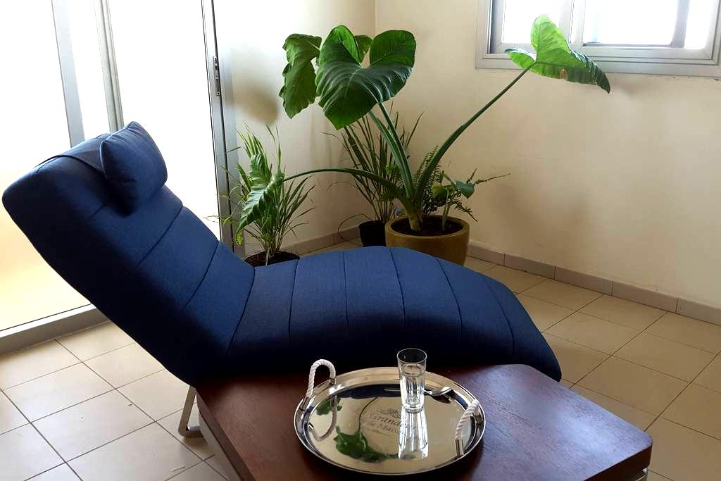 Très Joli 2ch Salon Cuisine 2Sdb Terrasse à Mermoz - Dakar - Huoneisto