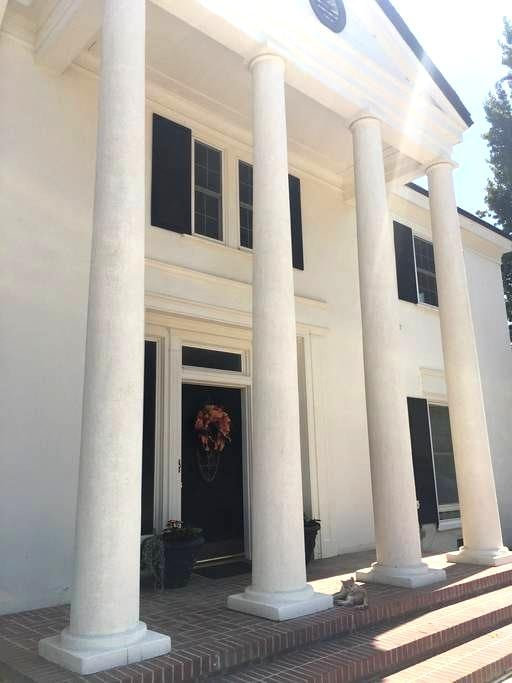 Historical Home Near Sequoia National Park - Exeter - Rumah