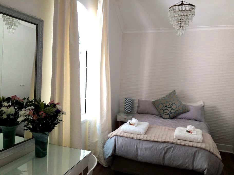 CASA VERDE - Complete. Convenient. Comfortable. - Cape Town